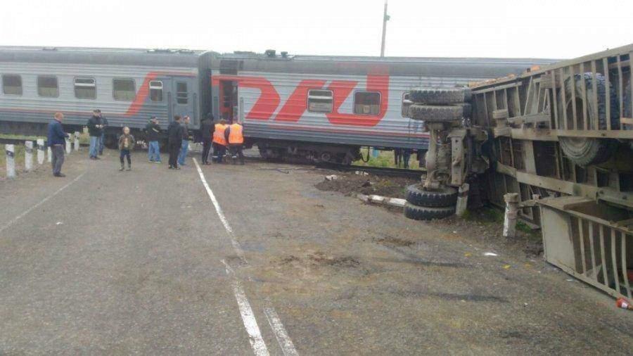 НаСахалине пассажирский поезд протаранил грузовой автомобиль