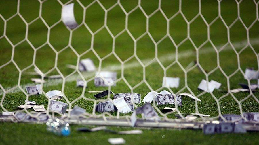 Болельщики «Милана» закидали Джанлуиджи Доннарумму фальшивыми долларами