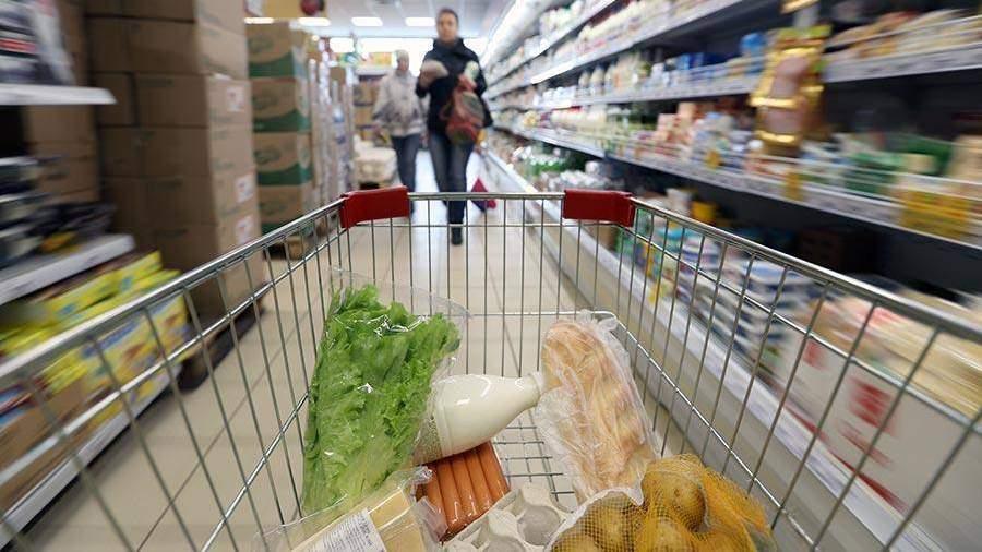 Сберегательный банк поведал, сколько жители России растрачивают при походе вмагазин