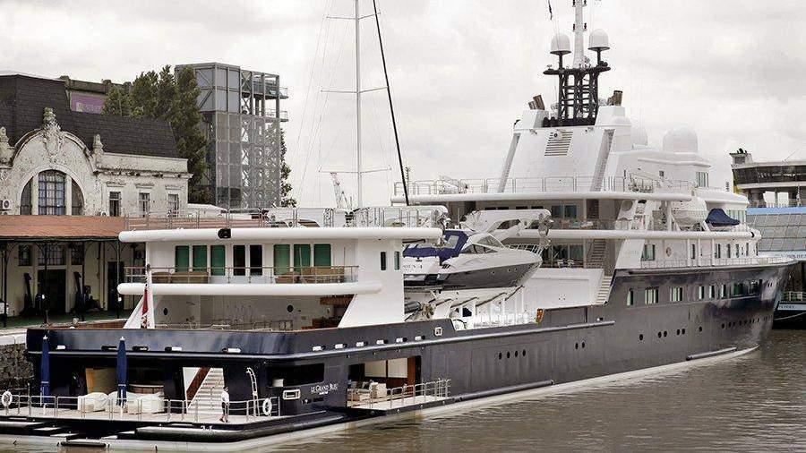 Яхта русского олигарха загородила статую Свободы